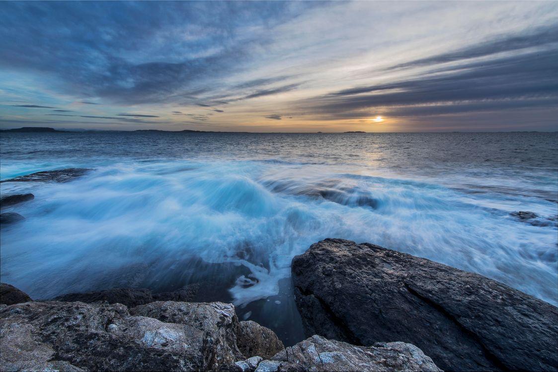 Обои Рогаланд, Норвегия, море, закат, волны, камни, скалы, пейзаж на телефон | картинки пейзажи - скачать