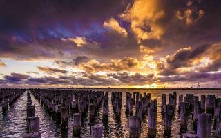 Бесплатные фото озеро,бревна,сваи,горизонт,берег,закат,небо