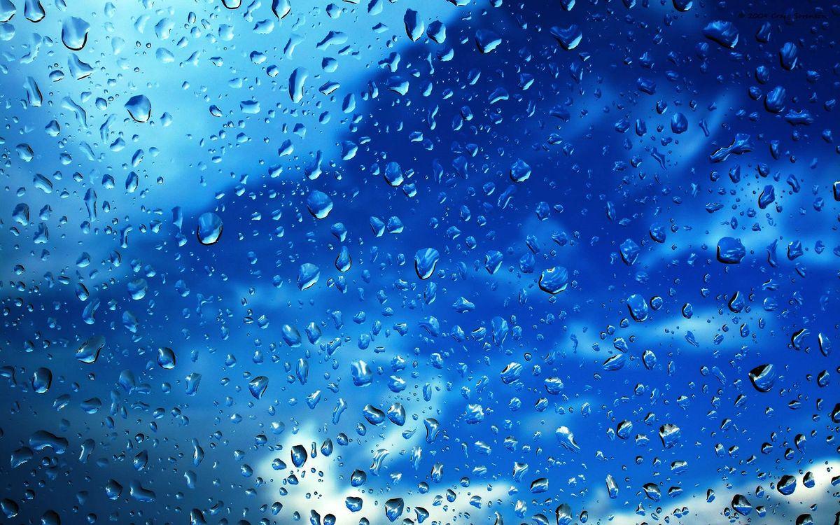Фото бесплатно капли дождя на стекле, капли, дождь, стекло, синий фон - на рабочий стол