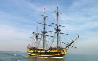 Заставки корабль,парусник,мачты,флаги,море,небо