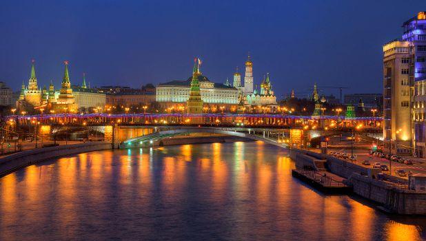 Фото бесплатно Москва, Кремль, Москву-реку