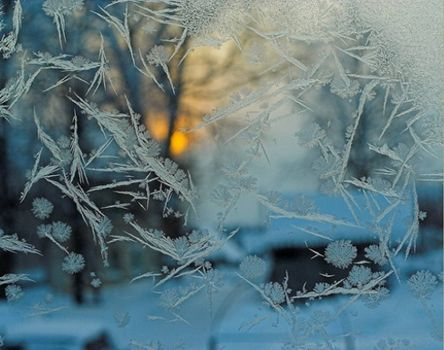 Photo free winter, snow, patterns on the window