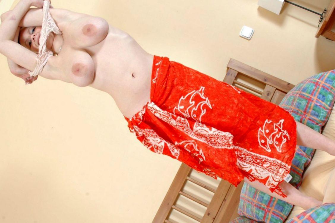 Фото бесплатно девушка, в кровати, сахарные груди, эротика
