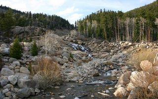 Фото бесплатно ручей, камни, лес, деревья, горы, небо