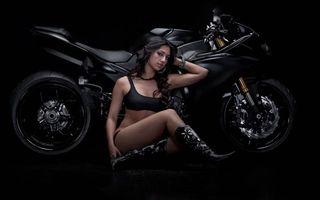 Фото бесплатно спортбайк, черный, девушка