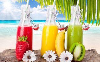 Фото бесплатно бутылки, соки, фрукты