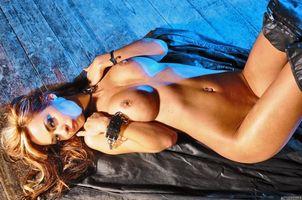 Заставки adriana corset,девушка,модель,красотка,голая,голая девушка,обнаженная девушка