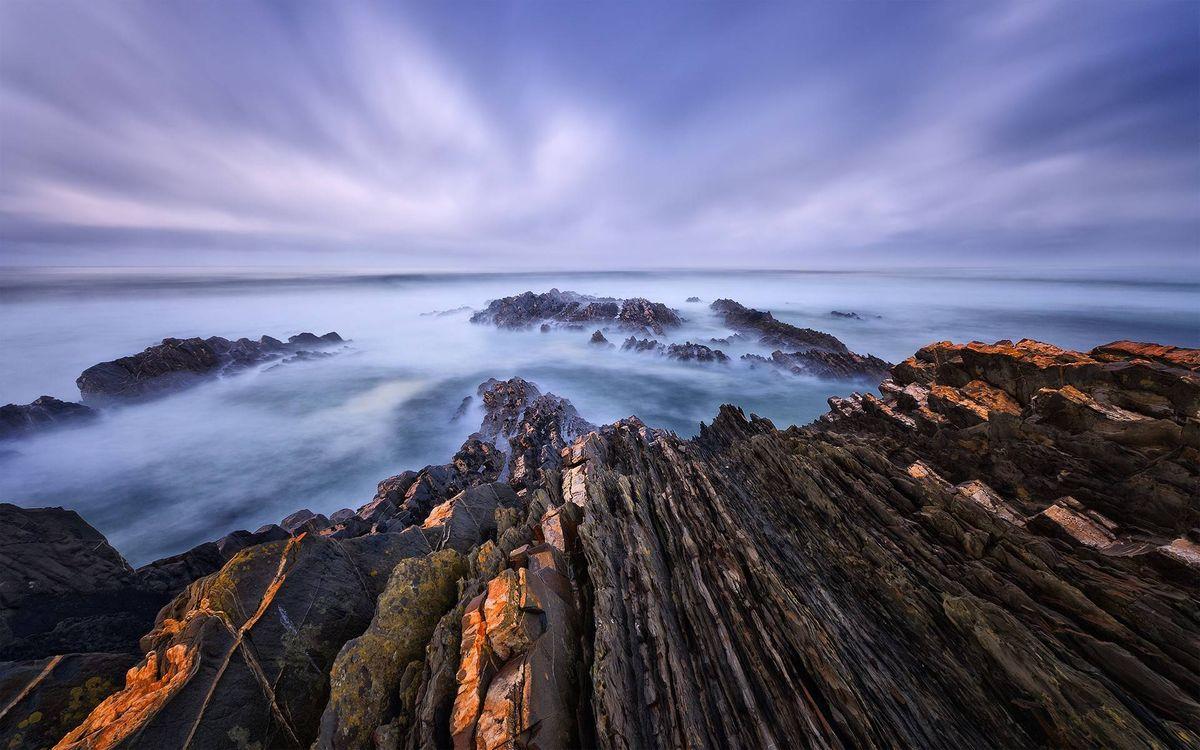 Фото бесплатно скалистый берег моря, скала, камни, горизонт, облака, тучи, небо - на рабочий стол