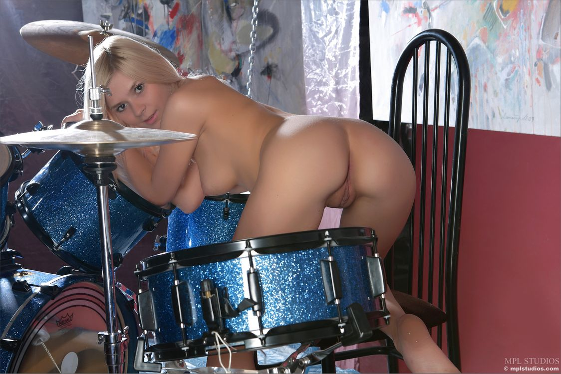 Playing drums girl nude — photo 10