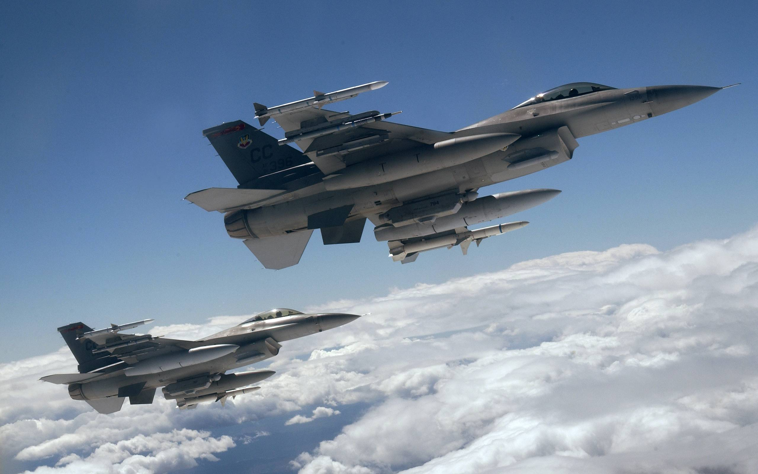 Обои истребители, воздух, ракеты, облака