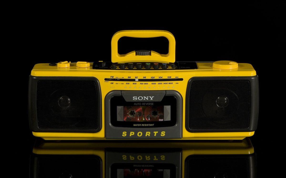 Фото бесплатно магнитола, кассеты, желтая, сони, hi-tech