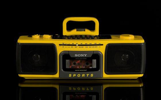 Фото бесплатно магнитола, кассеты, желтая