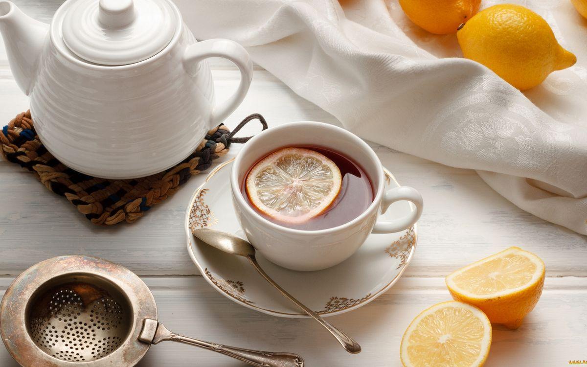 Фото бесплатно блюдце, ложечка, чашка, чай, лимон, чайник, ситечко, напитки