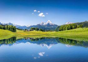 Бесплатные фото озеро,горы,дома,поля,деревья,пейзаж