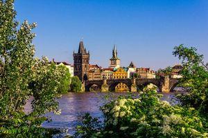 Обои весна, река, Влтава, Карлов мост, Чехия, Прага