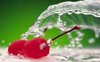 Заставки вишня, ягода, хвостики, вода, брызги, капли