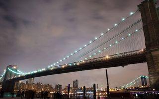 Фото бесплатно вечер, мост, конструкция, тросы, подсветка, дома, здания, огни