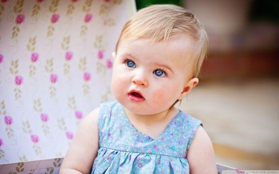 Бесплатные фото ребенок,малышка,девочка,глаза,платье,голубые