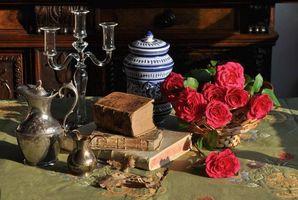 Бесплатные фото книги,цветы,розы,кувшин,натюрморт
