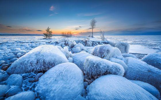 Бесплатные фото зима,закат,водоём,камни,мороз,лёд,деревья,ледяные камни,пейзаж