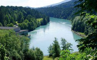 Бесплатные фото река, берег, строение, горы, деревья, кустарник, трава
