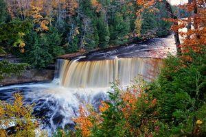 Бесплатные фото upper tahquamenon falls,michigan,осень,река,водопад,лес,деревья