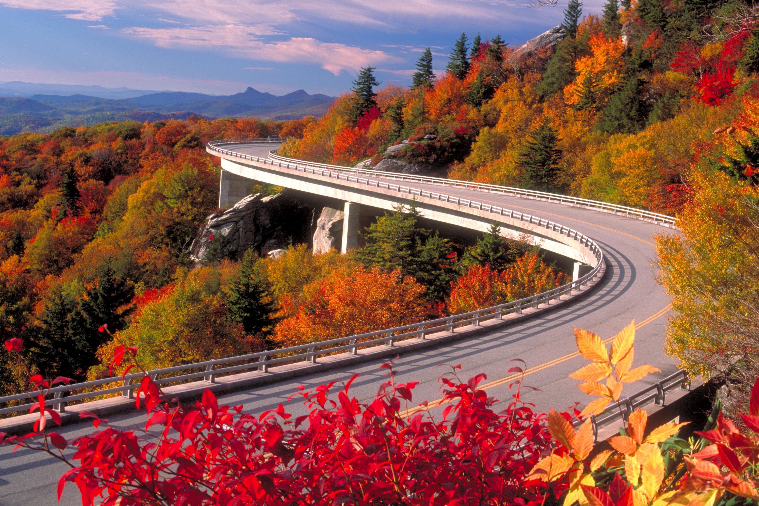 обои Linn Cove Viaduct, Северная Каролина, осень, дорога картинки фото