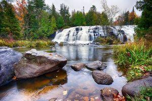 Бесплатные фото река,водопад,осень,деревья,камни,пейзаж