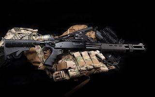 Фото бесплатно Помповое ружьё, бронежилет, пистоле, глушитель