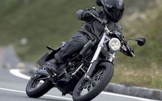 Бесплатные фото бмв,байк,черный,мотоциклист,шлем,скорость