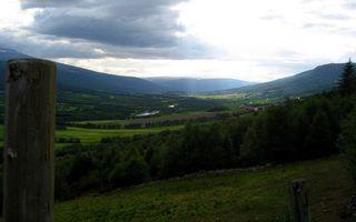 Фото бесплатно долина, трава, деревья, кустарник, река, деревушка, холмы