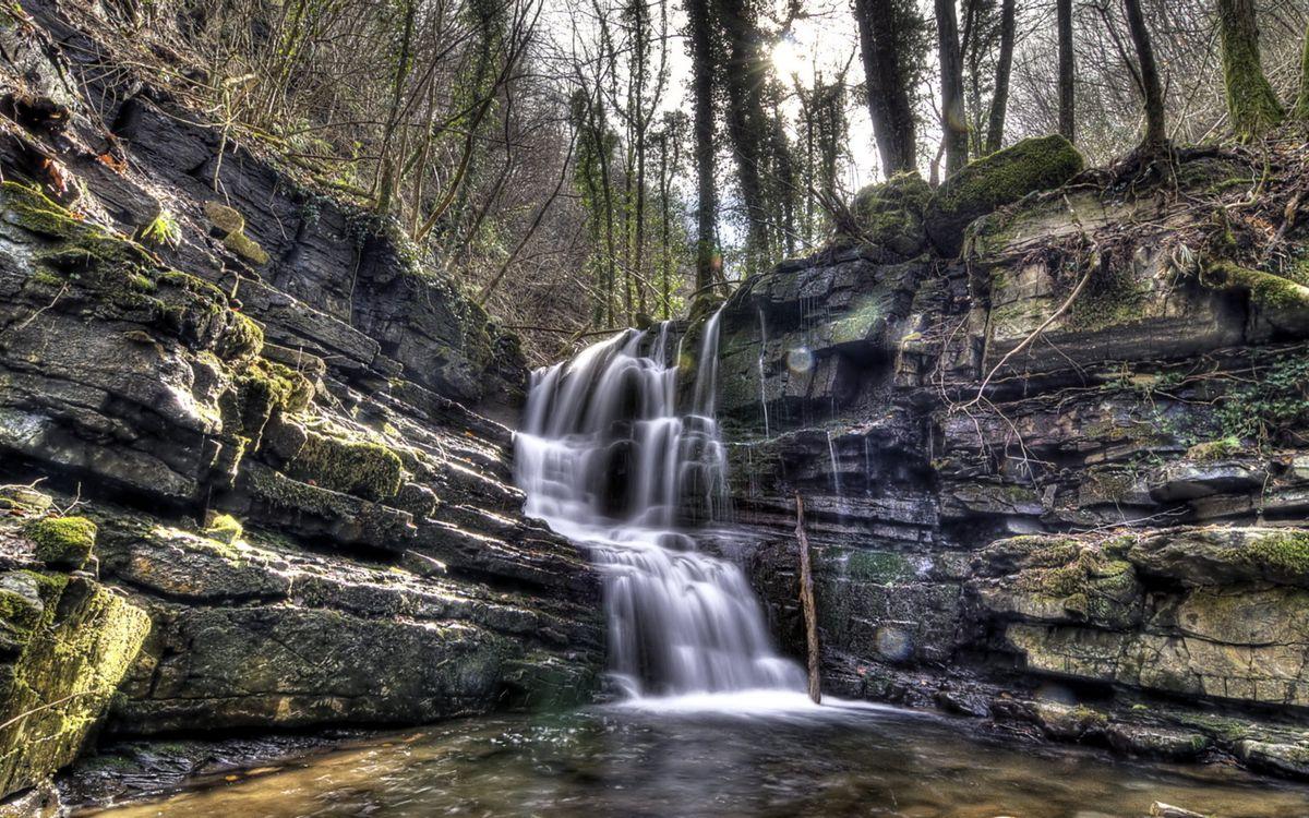 Обои осень, горы, деревья, трава, река, камни, водопад на телефон | картинки природа - скачать