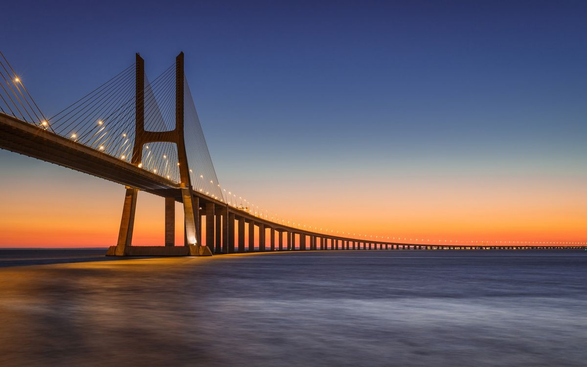 Фото бесплатно Васко да Гама, вантовый мост, вечер, оранжевое небо, пейзажи