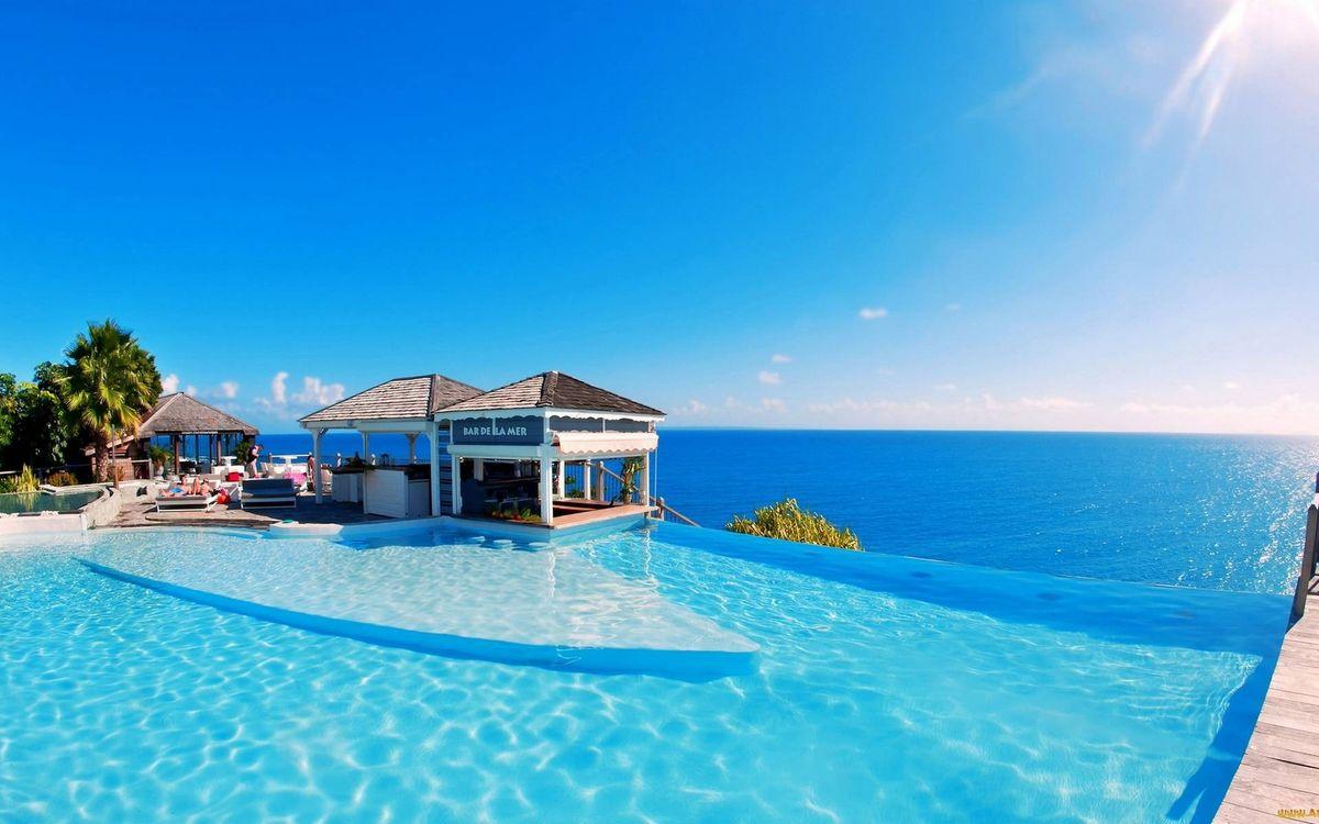 Фото бесплатно тропики, бассейн, шезлонги, люди, беседки, пальмы, море, небо, солнце, пейзажи
