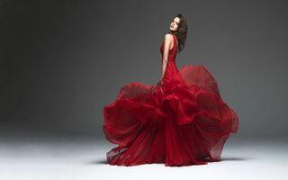 Фото бесплатно девушка в красном платье, шикарное платье, шатенка
