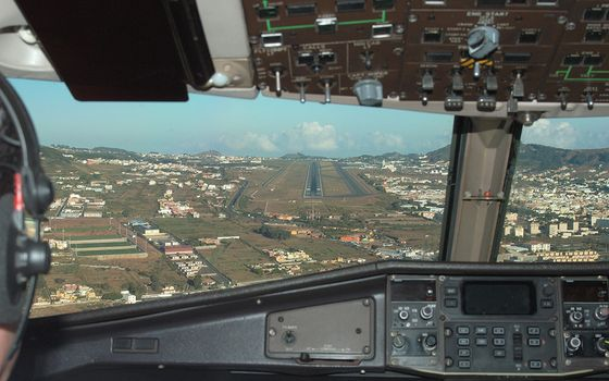 Photo free cockpit, houses, landing