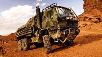 Заставки Грузовой военный внедорожник,грузовик,песок,каньон