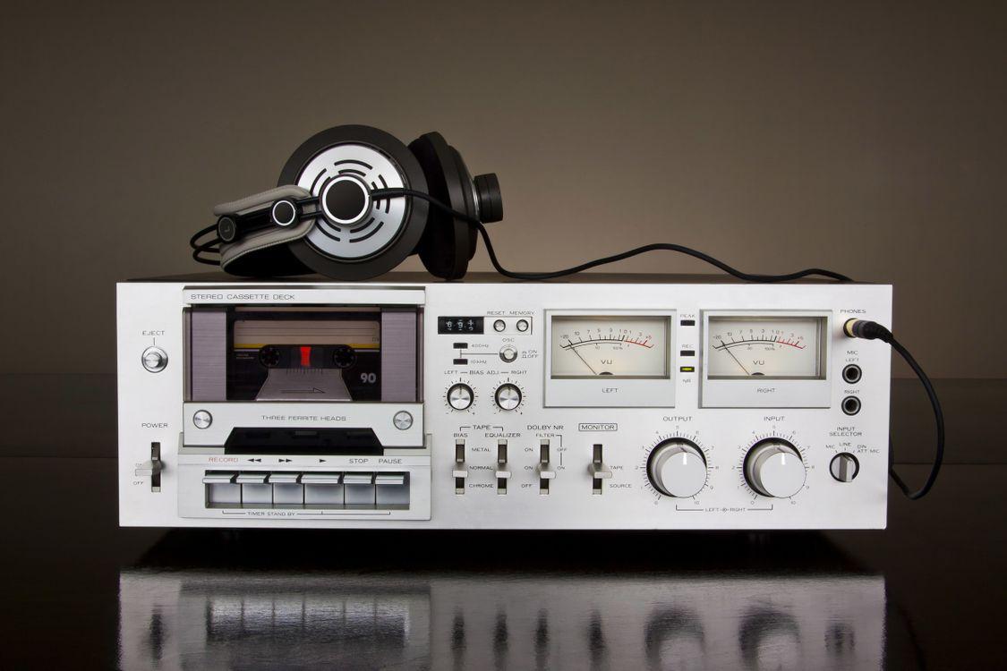 Обои магнитофон, кассетный, наушники картинки на телефон