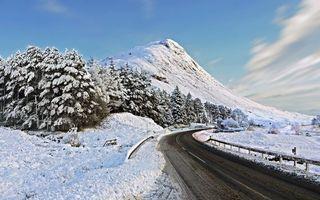Бесплатные фото зима,дорога,асфальт,отбойники,горы,деревья,снег