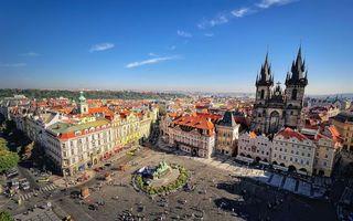 Обои площадь, памятник, люди, автомобили, улицы, дома, здания, башни, храм