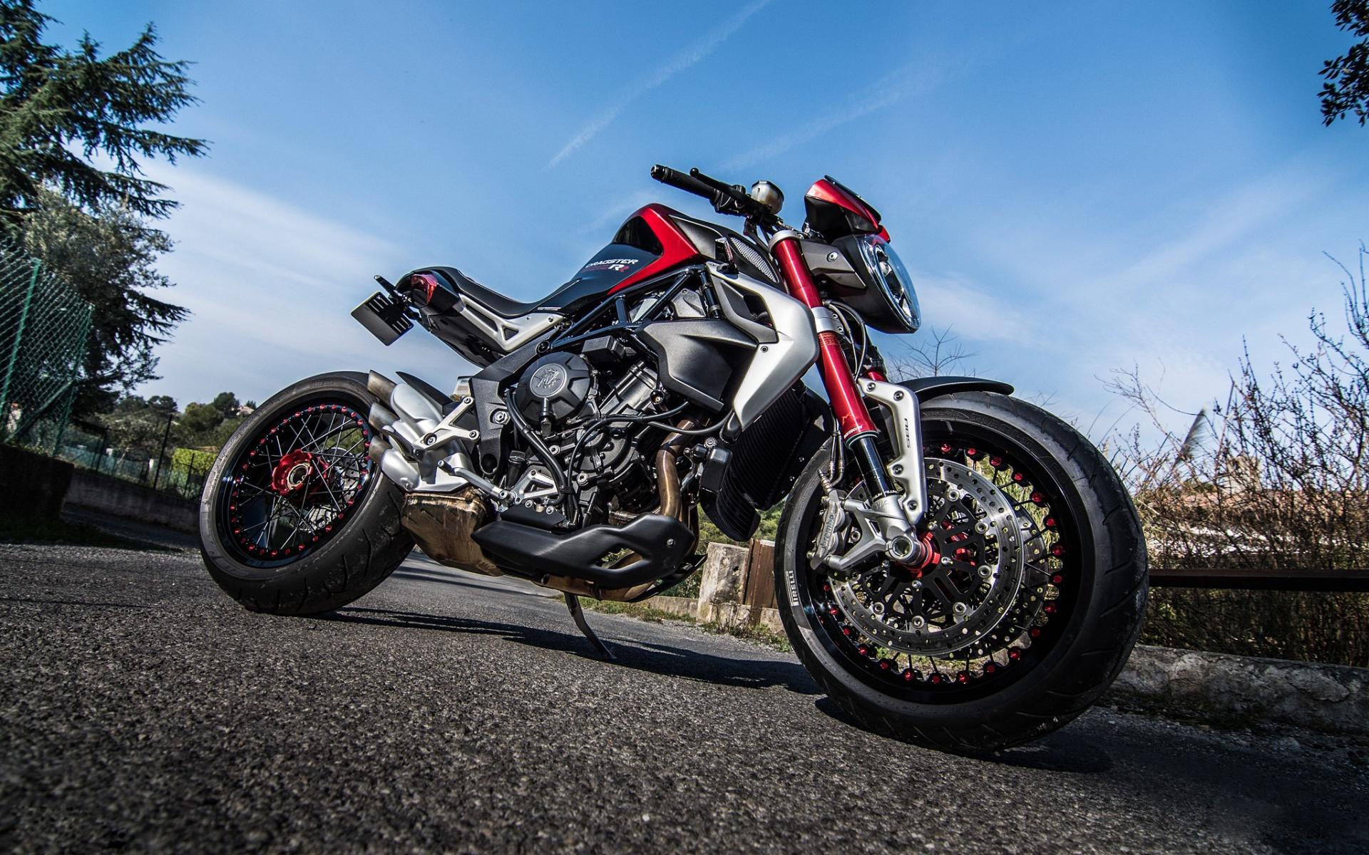 Обои Honda MV Agusta- 800, спортбайк, мотоцикл, дорога