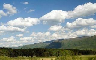Бесплатные фото лето,трава,деревья,горы,небо,облака