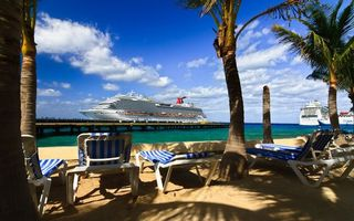 Бесплатные фото тропики,лежаки,пальмы,море,пристань,корабли,лайнеры
