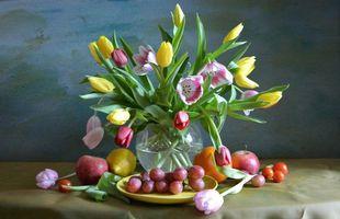 Обои букет, тюльпаны, виноград, апельсин, яблоко