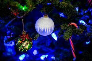 Бесплатные фото новогодние игрушки,елка,гирлянда
