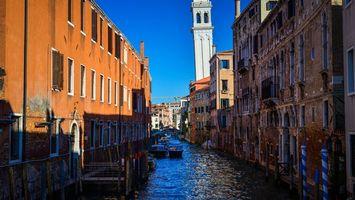 Бесплатные фото Венеция,канал,лодки,дома,окна,башня