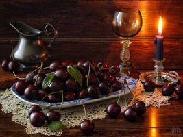 Фото бесплатно черешня, ягоды, свеча, бокал, кувшин, натюрморт