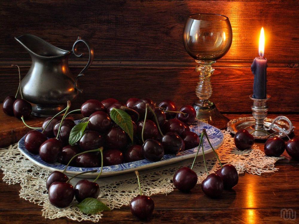 Фото бесплатно черешня, ягоды, свеча, бокал, кувшин, натюрморт, разное