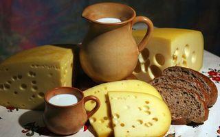 Обои кувшин, кружка, молоко, сыр, хлеб, скатерть