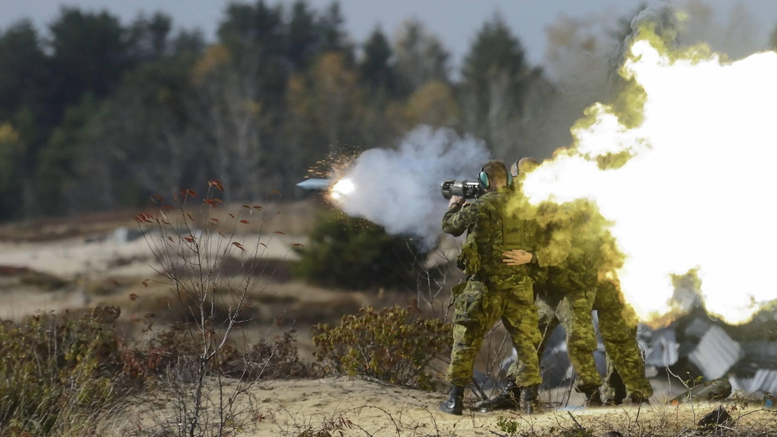 солдаты, пуск ракеты, огонь